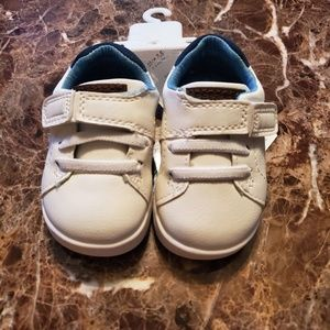 Carters every step sneakers 2.5